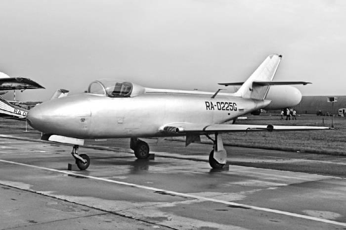 Спустя почти сорок лет Як-32, хранившийся в ОКБ, был реставрирован и доведен до летного состояния