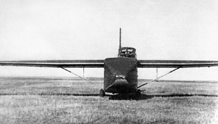 Кабина пилота Як-14 возвышалась над грузовым отсеком, обеспечивая не только хороший обзор, но и безопасность экипажа при неудачной посадке