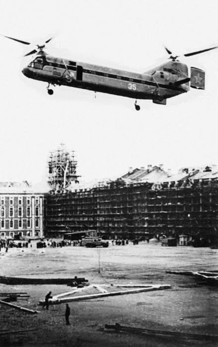 Як-24 на реставрации Екатерининского дворца под Ленинградом