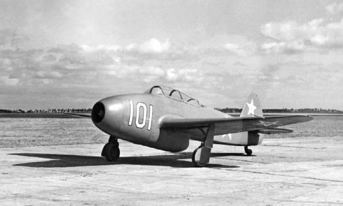 Двухместный вывозной самолет Як-21 (Як-15В)