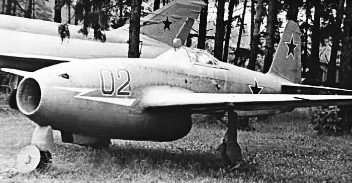 Як-17 в экспозиции Монинского музея ВВС после съемок в художественном фильме «Им покоряется небо»