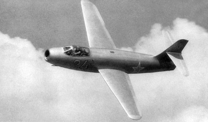 Первый экземпляр опытного истребителя Як-19, оснащенного ТРД с форсажной камерой