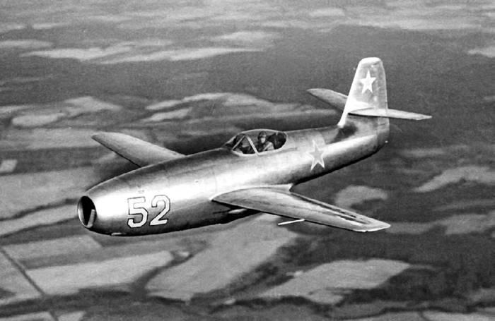 Опытный экземпляр Як-23 в полете