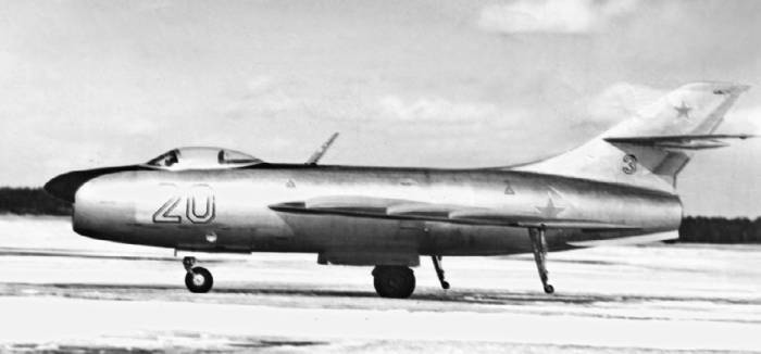 Второй опытный экземпляр истребителя Як-50