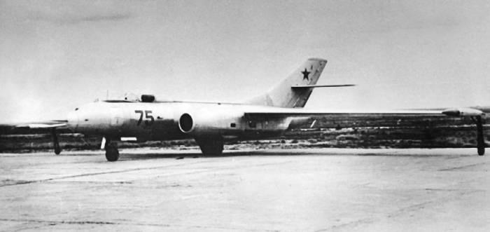 Опытный высотный самолет-цель Як-25РВ-I на испытаниях
