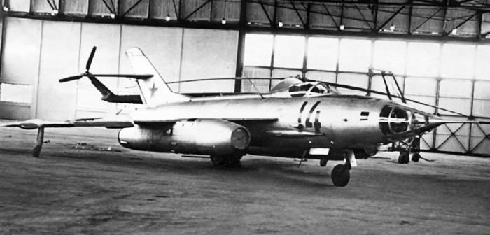 Як-27Р в ангаре Монинского музея ВВС
