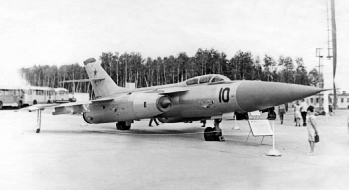 Як-28П в <a href='https://myguidebook.ru/airports/country/RU' target='_blank' rel='external'>аэропорту</a> Домодедово, 1967 год