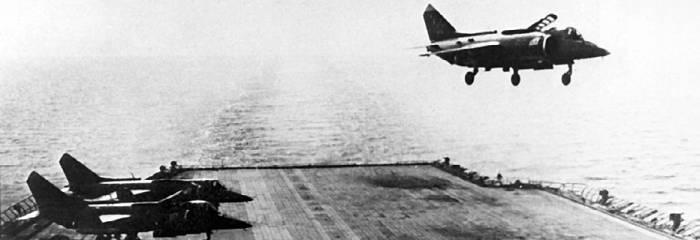 Взлет Як-38 с палубы авианесущего крейсера