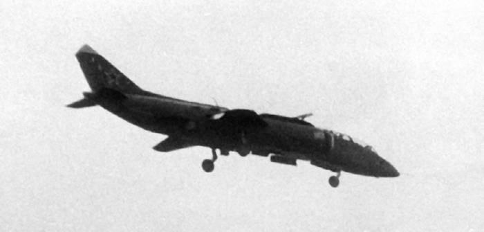 Як-38У на режиме висения