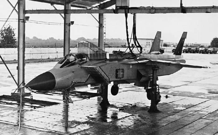Первый опытный Як-141 на стенде сил и моментов. Аэродром ЛИИ