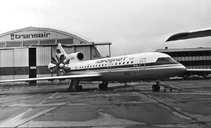 Летающая лаборатория Як-42ЛЛ для испытаний двигателя Д-236
