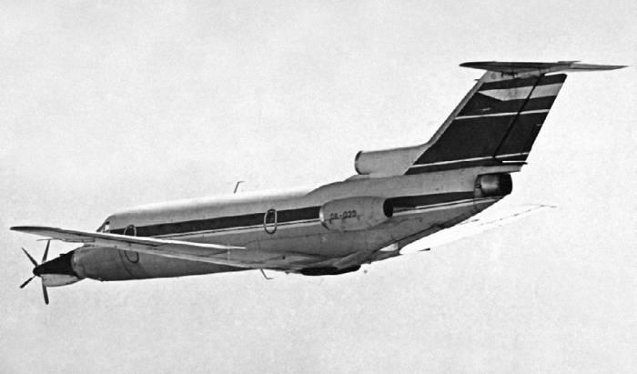 Чехословацкая летающая лаборатория на базе Як-42 для испытаний турбовинтового двигателя