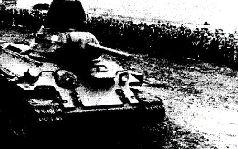 Один из вариантов экранирования лобовой брони Т-34 обрезками броневого проката толщиной 15 мм, 1942 г.