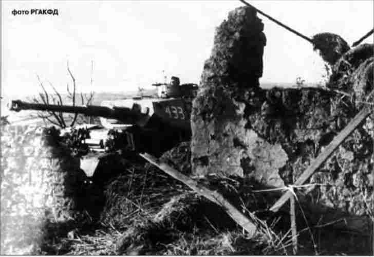 Немецкий танк PzKpfw IV Ausf G в засаде. Р-н Белгорода, июнь 1943г.