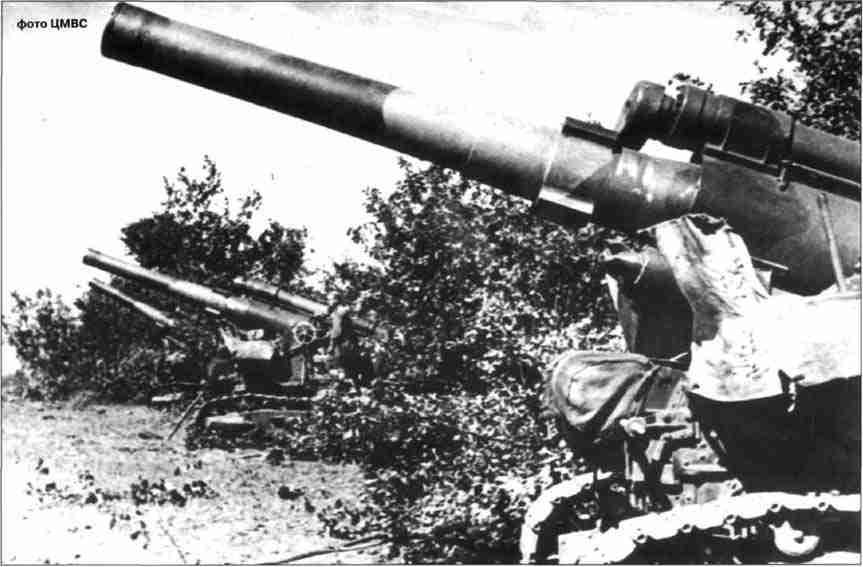 203-мм гаубицы Б-4 артиллерийского корпуса прорыва на позициях.