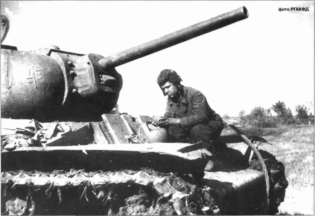 Тяжёлый танк KB-1 с гвардии лейтенанта Костина тяжёлотанкового полка прорыва 5-й гвардейской танковой армии перед боями. Июль, 1943г.