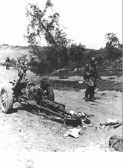 Панцергренадеры наступают на пос. Малоархангельский. 6 июля 1943г. (Фото РГАКФД).