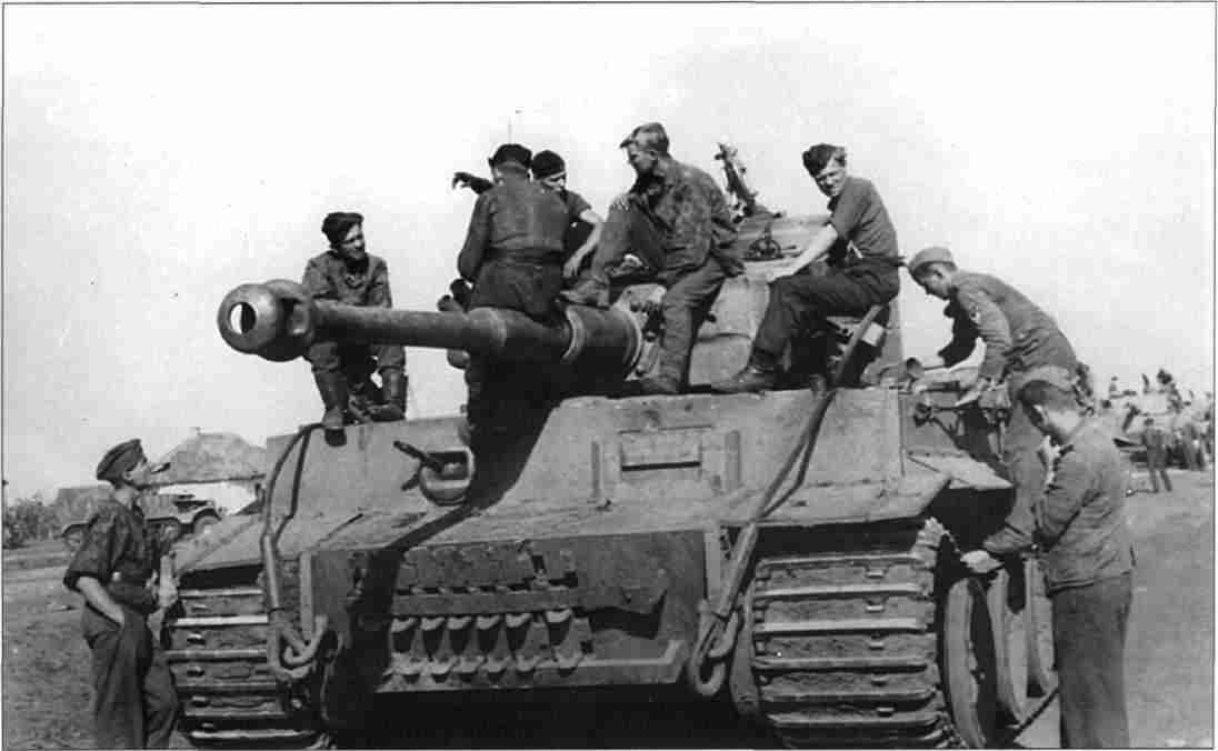 «Тигры» перед наступлением на Прохоровку. 11 июля 1943г. (Фото из коллекции авторов).