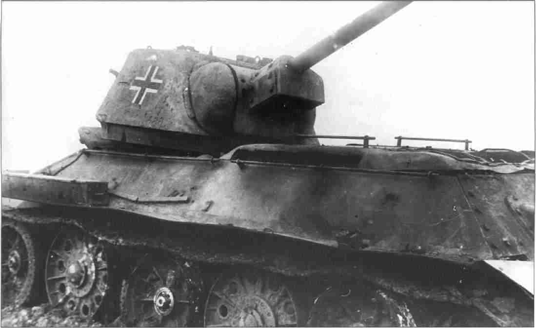 Немецкий Т-34 дивизии «Дас Райх», подбитый расчётом орудия сержанта Курносова. Прохоровское напр. 14–15 июля 1943г. (Фото из коллекции авторов).