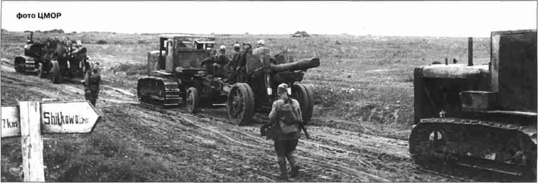 Тяжёлая артиллерия на марше. 152-мм пушки-гаубицы МЛ-20 буксируются тракторами С-60.
