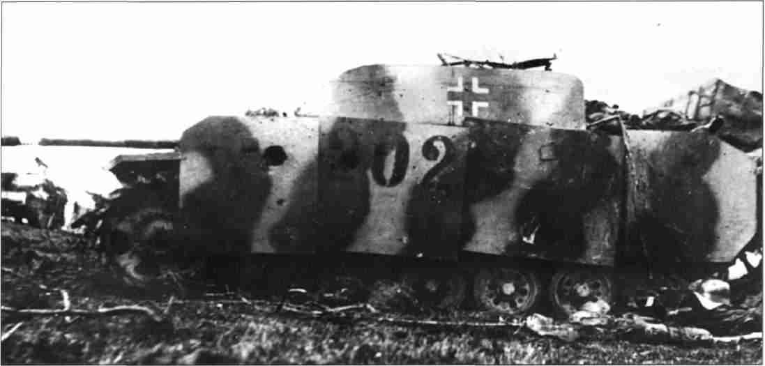 Штурмовое орудие StuG 40, подбитое орудием Головнева. Район Ахтырки (Фото из коллекции Г.Петрова).