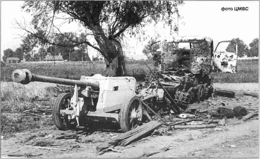 Противотанковая пушка РаК 40 на прицепе у тягача RSO, оставленные после артобстрела под Богодуховом.