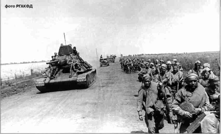 Советские войска движутся к Харькову.