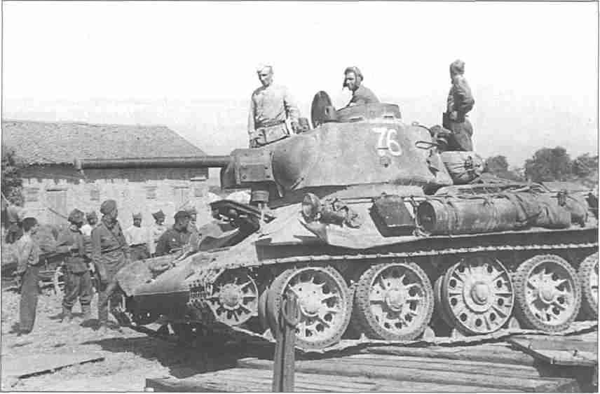 Танк Т-34 на окраинах Харькова (Фото из коллекции авторов).