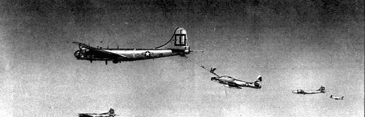 Операция «Fox Peter One». Самолеты 51-го истребительного крыт стратегической авиации заправляются в воздухе от KB-29Р из 91-й заправочной эскадрильи.
