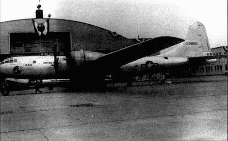 Х-1А и X-1R, подвешенные под ЕВ-29. В бомбовом отсеке добавили вырез для хвостового оперения ракетоплана.