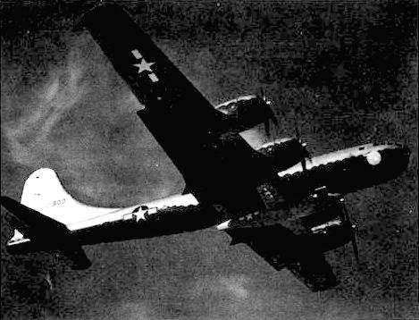ЕВ-29 с подвешенный «Белл XS-1» в ходе очередного опытного полета. Пилот майор Чак Егер.