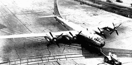 Первый В-50A, июнь 1947 года, аэродром фирмы Боинг. Самолеты В-50A оснащались двигателями «Пратт-энд-Уитни R-4360-35» мощностью 3500 л.с. Киль самолета был на 5 футов выше, чем у В-29.