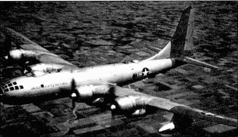 RB-50F «Mac's Hffort» из 55-го крыла стратегической разведки, пилотированный лейтенантом Маккионом, 1954 год. Законцовки крыла и киля, покрашены в красный цвет. Три дополнительные антенны видны на верхней стороне фюзеляжа.
