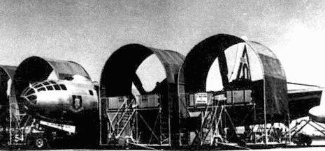 Специальный стенд для В-29 подошел и В-50. Этот B-50D из 97-го бомбардировочного крыла принадлежал первой производственной серии.