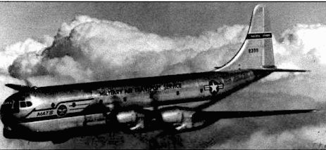 Военно-транспортный С-97А над Перл-Харбором, начало 50-х годов. С-97А/KC-97А использовали крылья, хвост и двигатели от В-50. Всего фирма «Боинг» построит 888 самолетов С-97/КC-97.