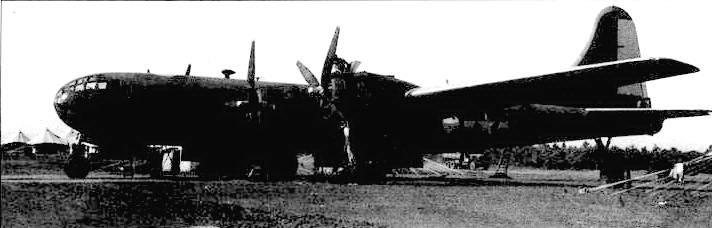 У некоторых первых В-29 в полевых условиях демонтировали турели, оставляя только хвостовую установку. В бомбовых отсеках монтировалась вместительные бензобаки. В таком варианте самолеты использовались для заброски топлива на передовые аэродромы в Китае.