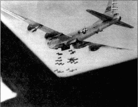 «Mary Ann» из 468-й группы. Самолет сбросил 500-фунтовые бомбы на Хаито, Формоза. 16 октября 1944 года. В-29 мог брать до 10000 фунтов бомб. Это был самый грузоподъемный американский бомбардировщик времен Второй Мировой войны.