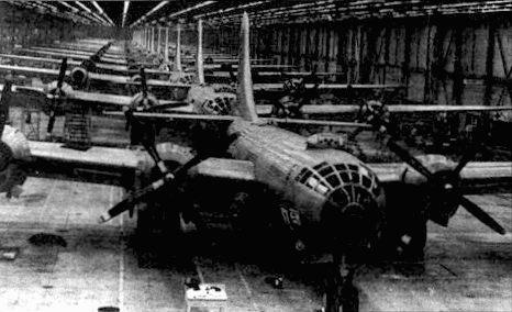 Массовая сборка бомбардировщиков В-29 в Рентоне. Всего с сентября 1942 по май 1946 было построено 360 самолетов В-29.