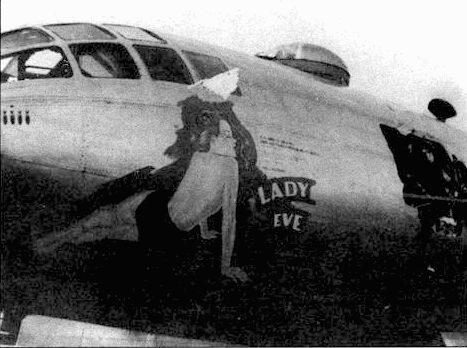 В-29-5-ВА (42-65211, «Lady Eve») Дж. Рассела Чивера из 498-й группы на аэродроме Айли-Филд, Сайпан. В борту фюзеляжа зияет огромная дыра от зенитного снаряда.