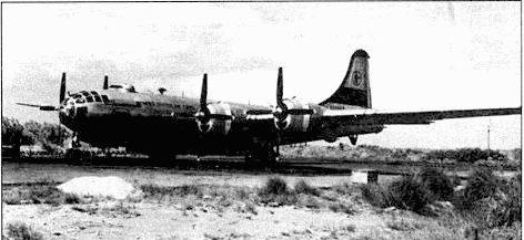 В-29 «Тор of the Mark» из 28-й эскадрильи, Кадена, Окинава, осень 1950 года. На носу более 40 отметок о боевых вылетах. 19-я бомбардировочная группа называюсь «личным авиаотрядом Макартура». Эта часть первой приступила к боевым вылетам в ходе Корейской войны.
