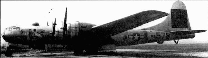 F-I3A «Sweet n'Lola» из 509-й группы, июль 1946 года, испытания атомной бомбы на атолле Бикини. Под фюзеляжем можно разглядеть вырез для вертикальной фотокамеры.