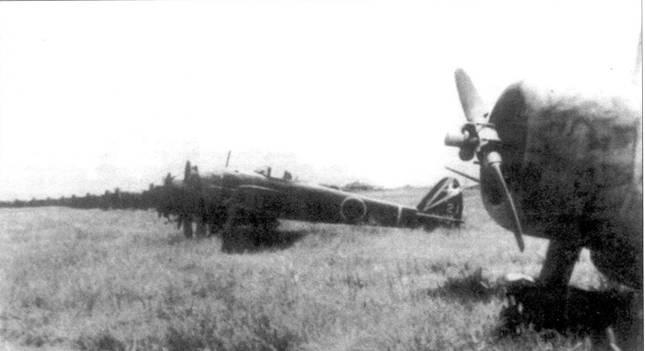 Ки-43-lll-Ko из 48-го сентая аэродром Кьянвень, Китай, 8 сентября 1945 года. На переднем плане виден капот учебного самолета Манею Ки-79.