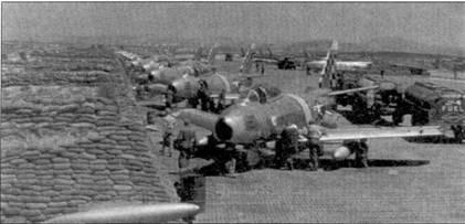 На снимок попали почти все «Сейбры» 25-й эскадрильи, на переднем плане — самолет 1-го лейтенанта Хэнка Баттлемана.
