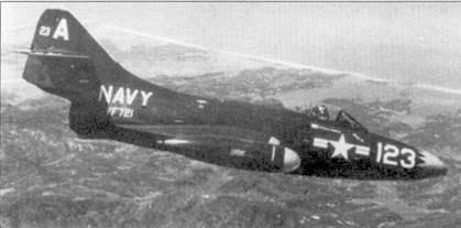 Истребитель F9F-2B (Bu№123713) из эскадрильи VF-721. Эскадрильи VF- 721 резерва флота США базировалась на авианосце СУА-33 «Кирсардж». Авианосец действовал у берегов Кореи с 11 августа 1952г. но 17 марта 1953г.