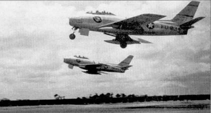 Пара «Сейбров» из 336-й эскадрильи «Rocketeers» взлетает с аэродрома Кимпо. На переднем плане истребитель F-86E-10-NA (51-2834 «UNCLE DOMINICK II») постройки фирмы Норт Америкэн, на заднем — F-86E- 10-С AN (52-2857) постройки канадской фирмы Канадэйр. Канадцы построили по заказу ВВС США 60 истребителей «Сейбр». На «Сейбрах» варианта «Е» стоял полностью управляемый стабилизатор, улучшавший маневренность самолета. От «Сейбров» других подразделений самолеты 4-го авиакрыла отличались наличием идентификационных полос не только на фюзеляже и плоскостях крыла, но и на вертикальном оперении.