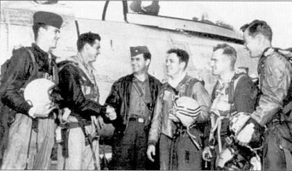 Летчики 335-й эскадрильи, осень 1952г. Слева направо: 2-й лейтенант Мишель де Арманд (был сбит на «Сейбре» «ERIC'S REPLY» и попал в плен), 1-й лейтенант Билли Б. Доббс (сбил четыре МиГа, разбился на Т-33), майор Зэн С. Эмилл (командир 335-й эскадрильи, сбил два МиГа), 1-й лейтенант Буби Л. Смит (сбил один МиГ), капитан Филип И. Колман (пять побед во второй мировой войне, четыре — в Корее), 2-й лейтенант Кой Л. Остин (сбил два МиГа).