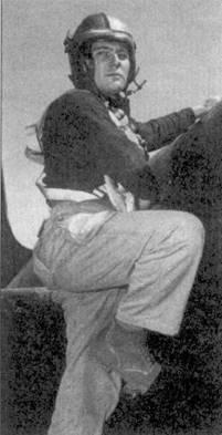 Шестой и последний самолет сбитый на «Скайнайте», записал на свой счет 31 января 1951г. командир эскадрильи VMF(N)-513 подполковник Роберт Ф. Конли, он сбил МиГ-15, пытавшийся перехватить группу В-29. На снимке хорошо видны детали обмундирования и снаряжения американского морского летчика того периода.