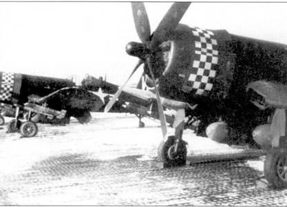 Эскадрилья VMA-312 «Checkboards» была одним из двух подразделений «Корсаров», которые перебросили на аэродром Кимпо почти сразу же после его освобождения от коммунистов. Летчики эскадрильи совершали боевые вылеты на поддержку наземных войск 24 часа в сутки. Вслед за наступающими войска- ми сил ООН эскадрилья перелетела в Вонсан.