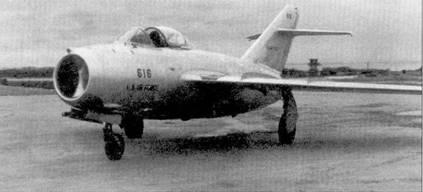 21 сентября 1953г. истребитель МиГ-15бис перегнал на аэродром Кимпо, дезертировавший из ВВС КНДР летчик Ро Ким Сук. Несмотря на то, что война закончилось, нилот получил обещанное за угон МиГи правительством США вознаграждение в размере 100 00 долларов. Самолет получил регистрационный номер ВВС США 2015337, все прежние надписи и опознавательные знаки были быстро закрашены, после чего истребитель доставили в Кадену. На Окинаву прибыла команда летчиков-испытателей для оценки МиГа. В состав команды входили такие пилоты, как майор Чак Игер а капитан Том Коллинз. Здесь приведен официальный снимок самолета, сделанный в октябре 1953г. испытания продолжались недели, в их программу были включены сравнительные воздушные бои с «Сейбрами». Летчики-испытатели заявили, что МиГ-15 — это не годится для борьбы с «Сейбром». Многие фронтовые пилоты думали несколько иначе. Возможно, это только гипотеза, что Игеру и Коллинзу настоятельно посоветовали сделать именно такие выводы, что же они думали на самом деле теперь уже никто не у знает.