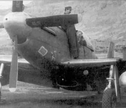 В день боевого дебюта МиГ-15 летчики «Мустангов» из 67-го истребительно- бомбардировочного авиакрыла добились хорошего результата — сбили два поршневых истребителя Як-9. На снимке — один из «Мустангов» 67-го истребительно-бомбардировочного авиакрыла, аэродром Чиньхо.